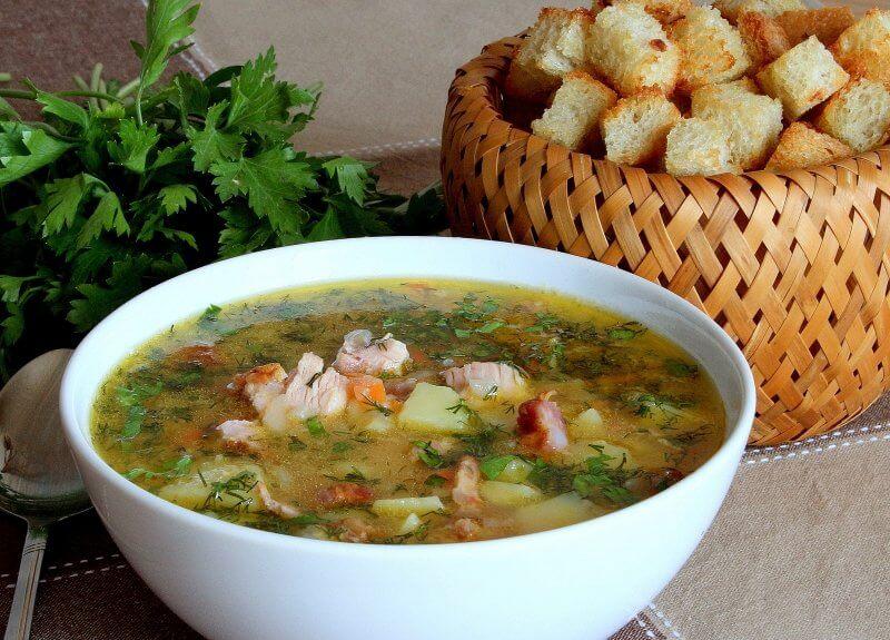 Гороховый суп с копченными ребрышками