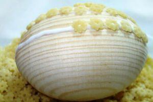 Как сделать пасхальные яйца своими руками?</p> <p> Декоративные поделки яиц на Пасху
