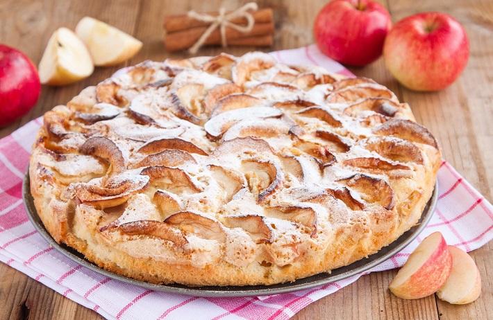 Пышная и вкусная шарлотка с яблоками в духовке: 5 классических пошаговых рецептов