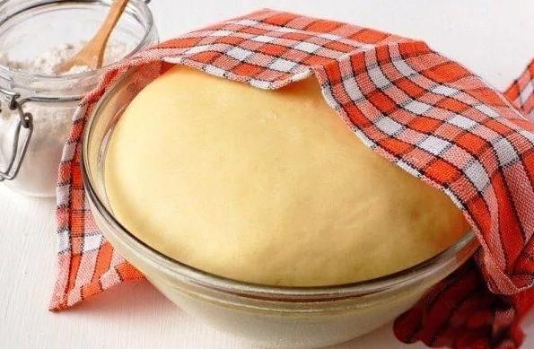Дрожжевое тесто для пирожков - 4 очень вкусных рецепта