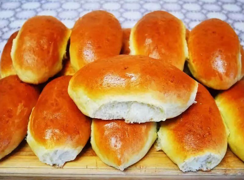 Видеорецепт вкусных пирожков с картошкой в духовке.