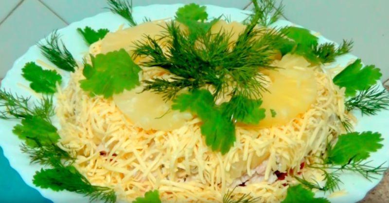 Салат из ананаса к новогоднему столу: быстро и просто
