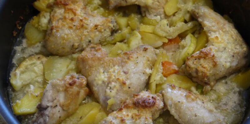 готовые крылышки с овощами из духовки