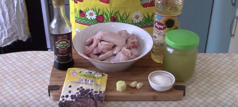 ингредиенты для куриных крылышек в медово-соевом соусе