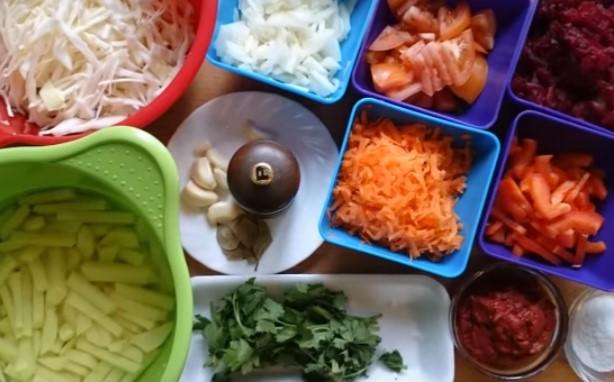 нарезаем все овощи для борща