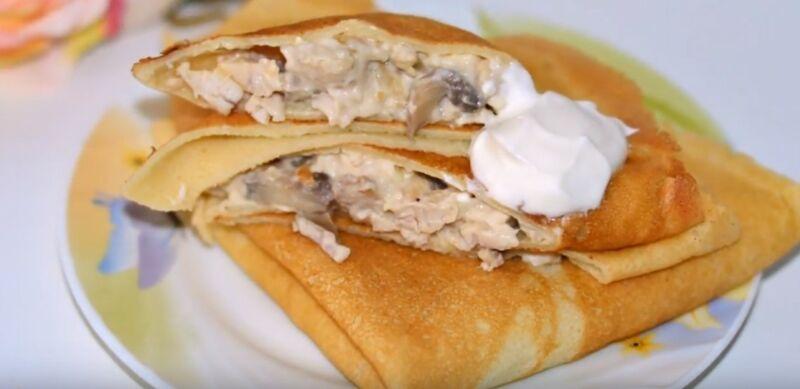 блины с начинкой из курицы с грибами и плавленным сыром