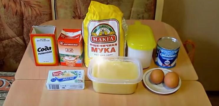 ингредиенты для медовика со сметаной и сгущенкой