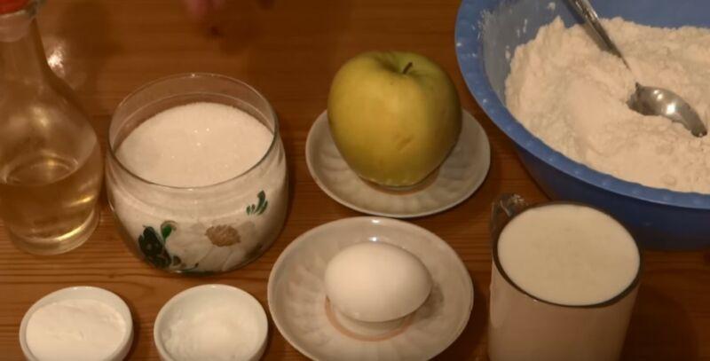 ингредиенты для оладьев на кефире с яблоками