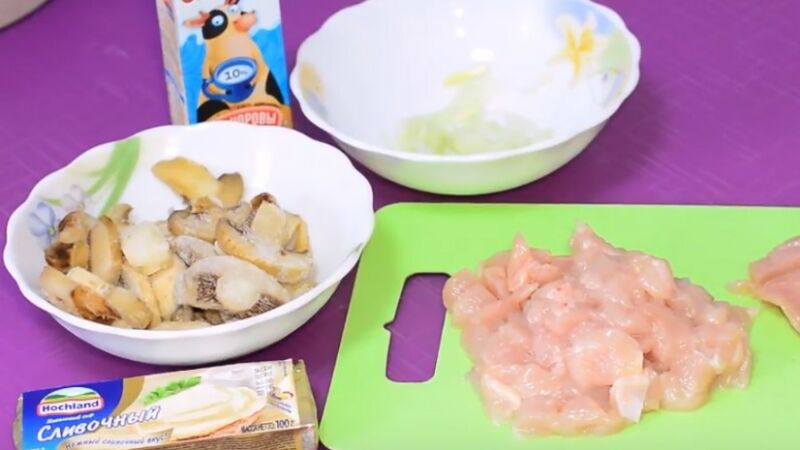 подготавливаем ингредиенты для начинки из курицы