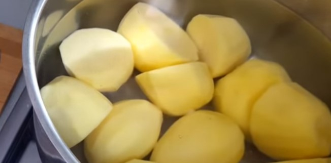 чистим и ставим картошку вариться