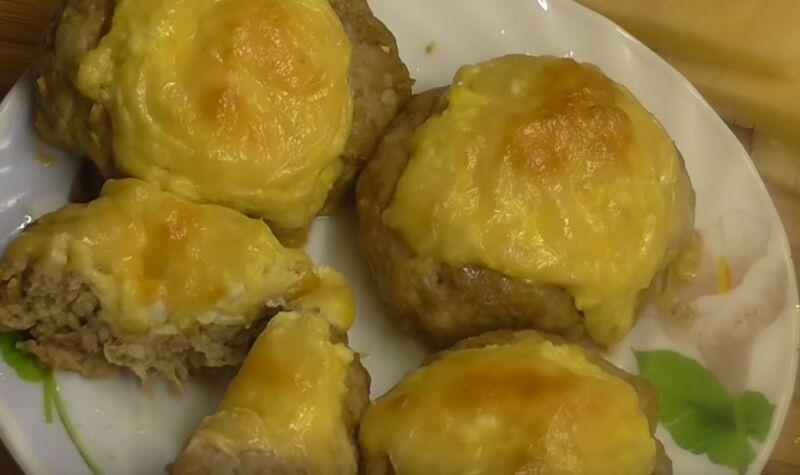 мясные гнезда с яйцом и сыром