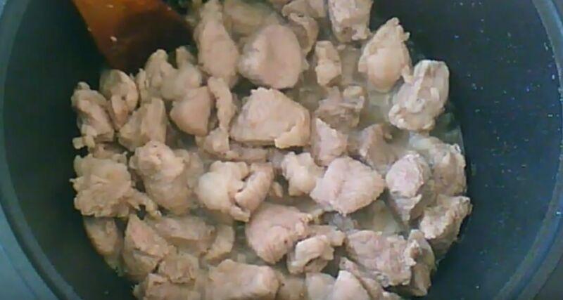 обжариваем свинину 15 минут