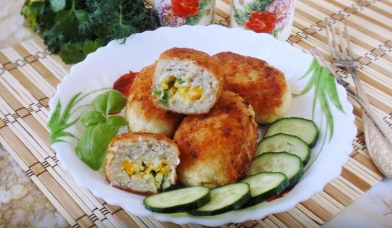 куриные зразы с яйцом и зеленым луком