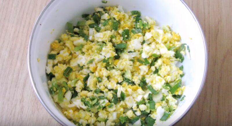 начинка из вареных яиц и зеленого лука для зраз