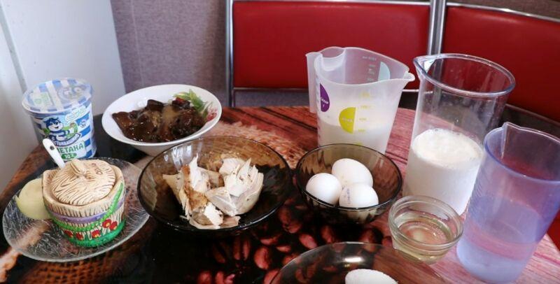продукты для блинного торта с курицей и грибами
