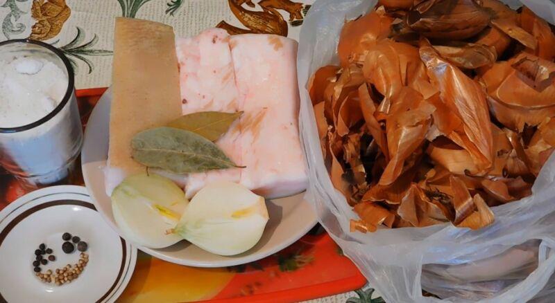 ингредиенты для засолки сала в луковой шелухе