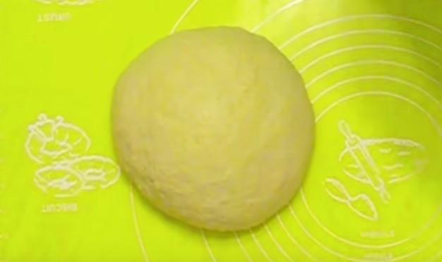 месим тесто для кулича с вареной сгущенкой
