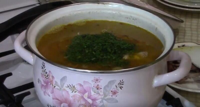 варим суп с копчеными окорочками