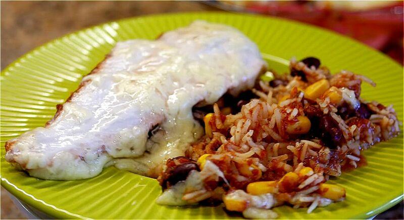 куриная грудка с рисом, фасолью и кукурузой