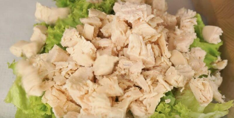 куриное филе отвариваем, режем и добавляем в салат