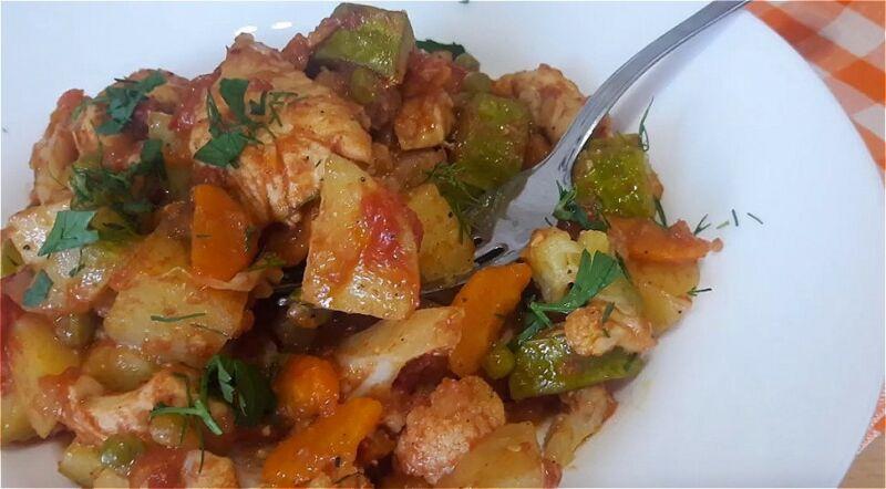 овощное рагу из кабачков и картошки с курицей