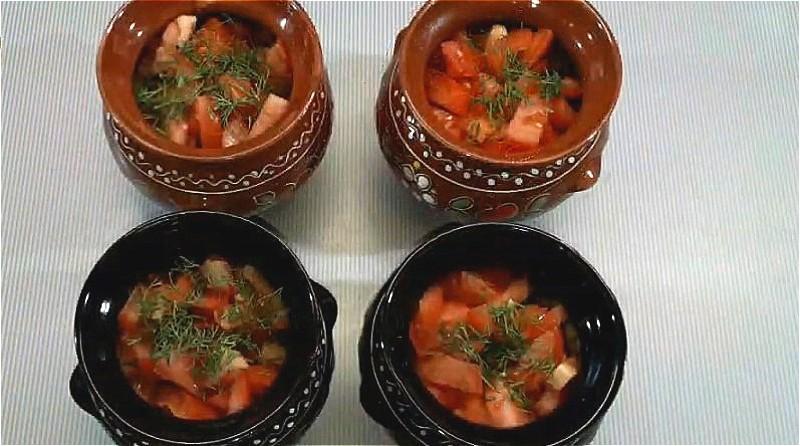 раскладываем овощи в горшочки