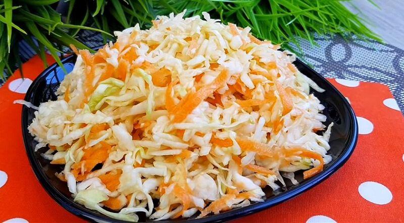 салат из свежей капусты и моркови, как в столовой