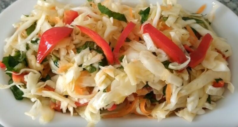 салат из свежей капусты с яблоками
