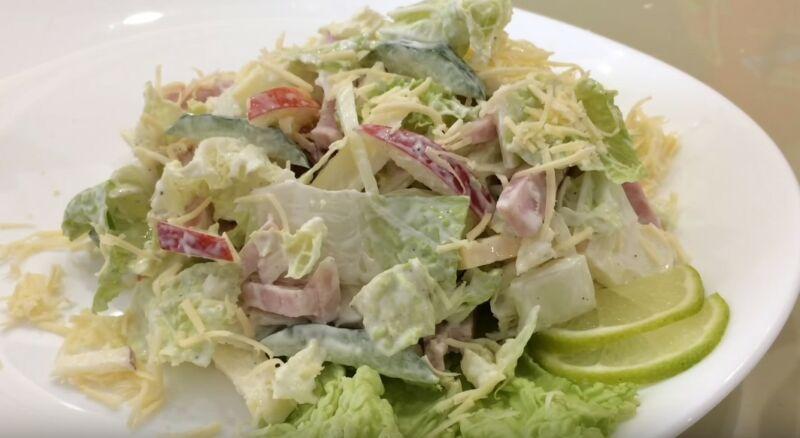 салат с ветчиной, сыром и пекинской капустой