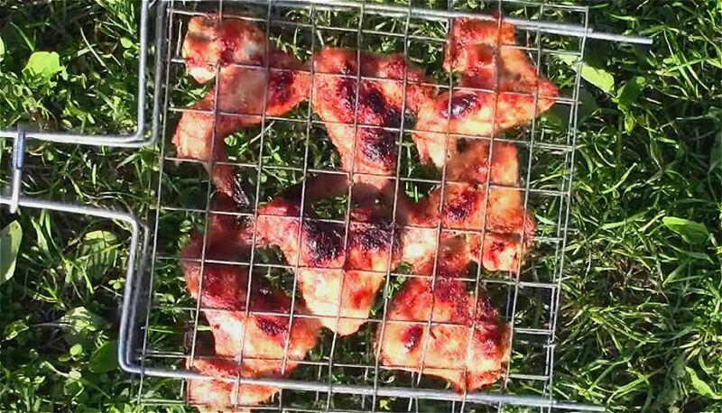 шашлык из куриных крылышек под майонезом