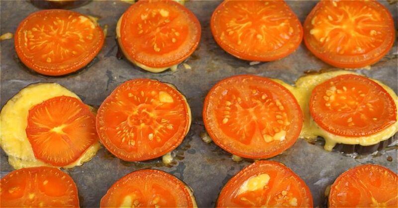 запекаем баклажаны с сыром и помидорами в духовке
