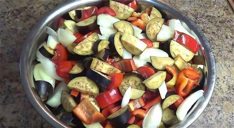 нарезаем все овощи для заготовок крупными кусочками