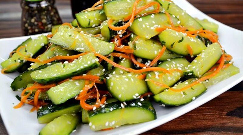 огурцы по-корейски с соевым соусом и кунжутом