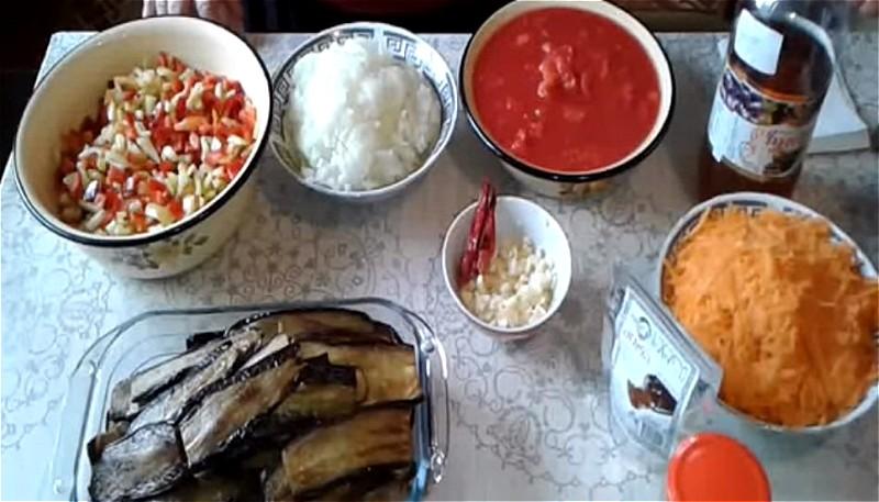 нарезаем остальные овощи для баклажанной икры