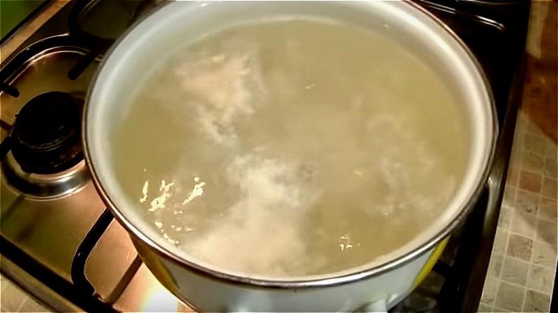 ставим вариться куриное филе