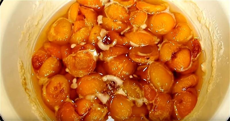 варим абрикосы с сахаром 3 раза