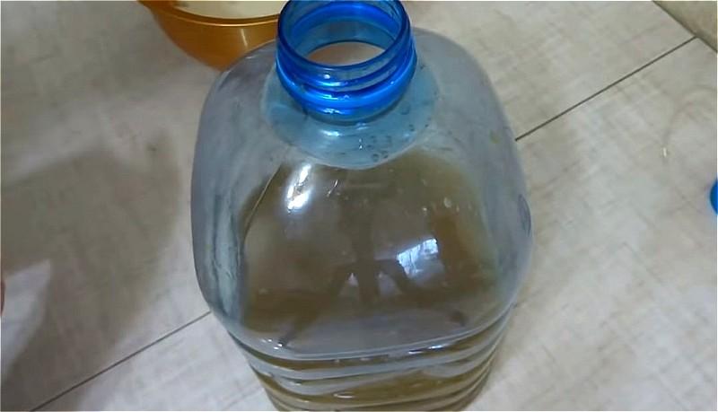 отжимаем сок в емкость