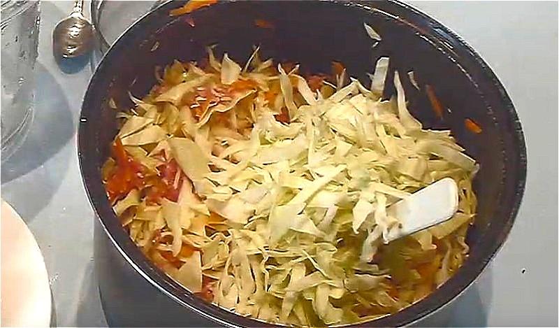 нарезаем овощи, смешиваем с рисом и фаршем