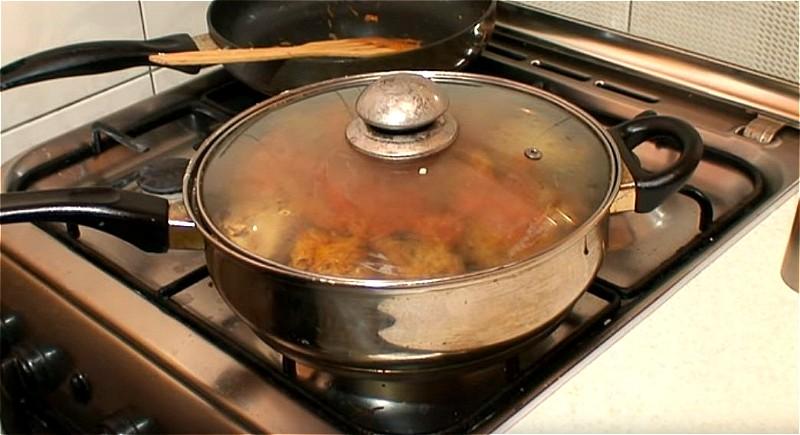 тушим голубы в маринаде на сковороде