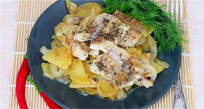 минтай в духовке с картофелем под фольгой