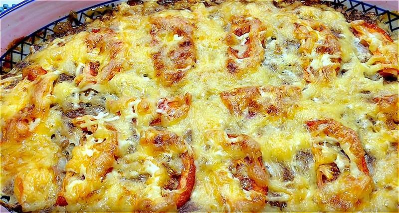 запеканка из картофеля и фарша с помидором и сыром