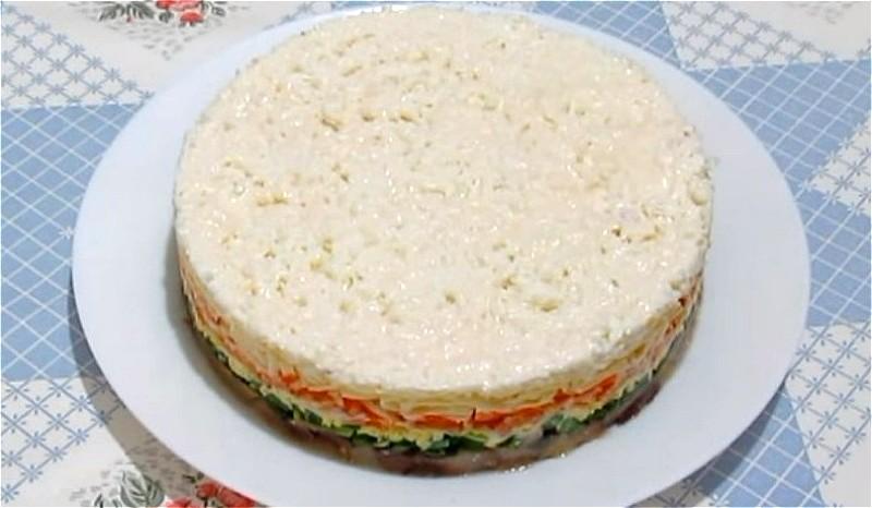 почти готовый салат Елочная игрушка