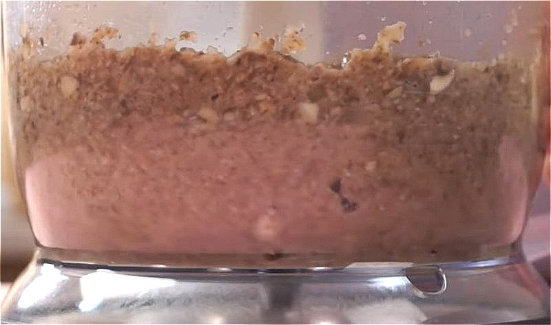 измельчаем грибы блендером до однородного состояния