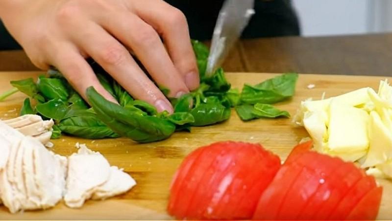нарезаем продукты для начинки
