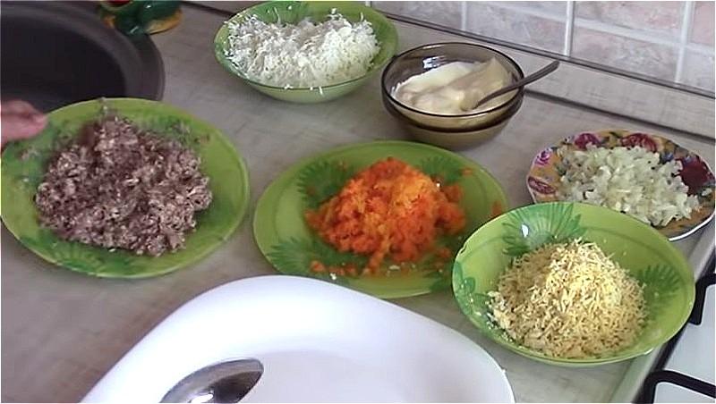 Подготавливаем все продукты для Мимозы