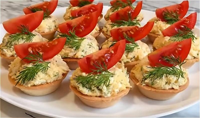 тарталетки с сырной начинкой и миндалем