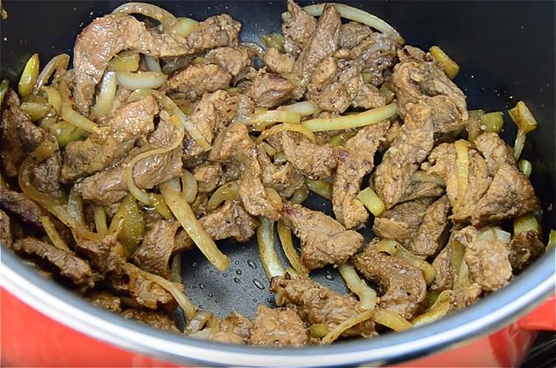 Азу из говядины с солеными огурцами