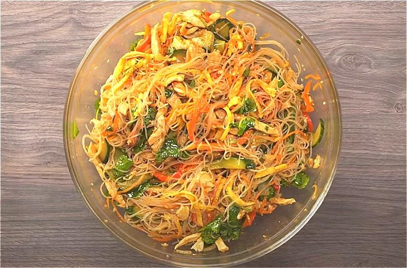 Фунчоза с курицей и овощами – 4 пошаговых рецепта