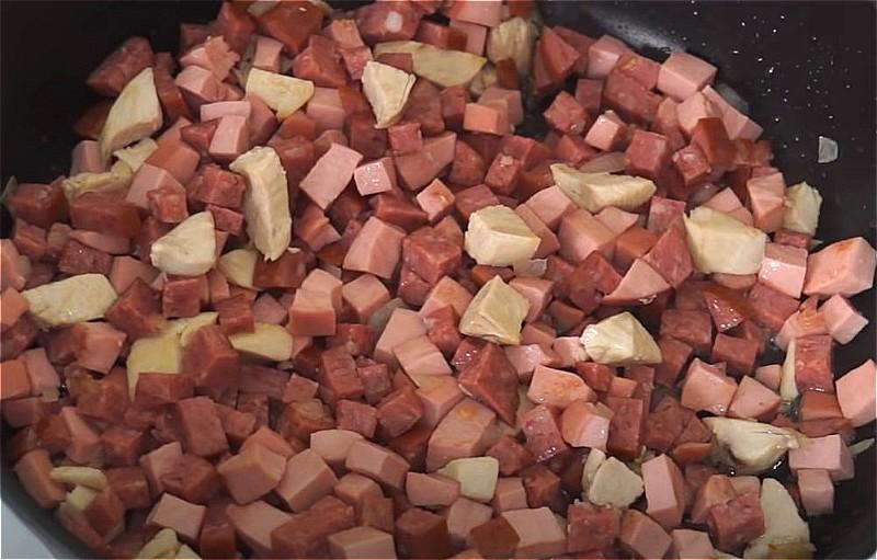 Солянка сборная мясная - классические рецепты