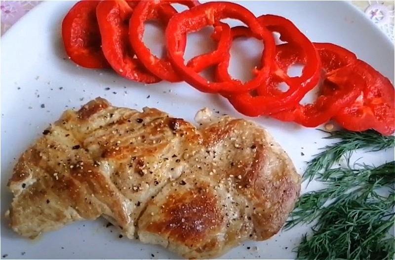 Стейк из свинины на сковороде - пошаговые рецепты сочных стейков